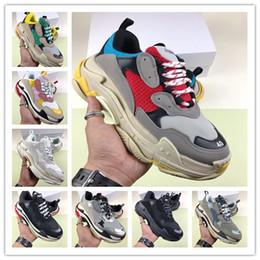 TOP vendita 2019 Designer di lusso Sport Scarpa casual Triple S Basso Old Dad Sneaker Combinazione Suole Stivali Uomo Scarpe da donna di alta qualità da vendita casual stivali uomo fornitori