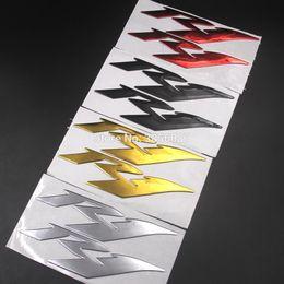 2019 r1 oro Moto Adesivi 3d ha decorato decalcomanie di caso per la Yamaha R1 Logo Badge un paio Silver Gold Black Red r1 oro economici