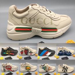 Moda di fragole online-La nuova sneaker da uomo in pelle Rhyton con stampa web a onde brillanti stampa sneakers con frange alla fragola moda papà in esecuzione scarpe da donna di design di lusso