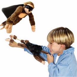 animales de tiro Rebajas Flying Monkey Screaming Flying Finger Toys Slingshot Monkey Plush Toys juguete de la novedad 6 estilo Animal envío gratis