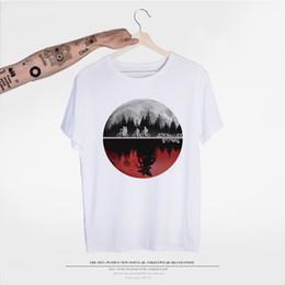 mundos mais engraçados camisetas Desconto Engraçado Design Dois mundos T-shirt Algodão Redonda Camiseta Hip Hop Streetwear Stranger Things T shirt dos homens Masculino Atacado