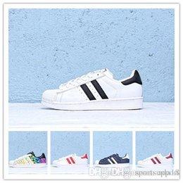 2019 New Originals Superstars Shoes Black White Gold Hologram Junior Superstars 80s Pride Sneakers Super Star Cheap Women Men Sport Shoes Suede Shoes