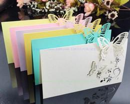 invitaciones de máscara Rebajas Tarjeta del acompañamiento tarjeta lugar de la tabla del corte del laser de boda tarjeta de identificación Guset Tarjetas mariposa del hueco para el partido