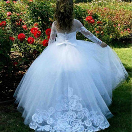 vestido de comunión escote ilusión Rebajas Marfil de manga larga Vestidos de niñas de flores para bodas Ilusión Escote Apliques de encaje Niñas Vestido de desfile Botones cubiertos Vestidos de comunión