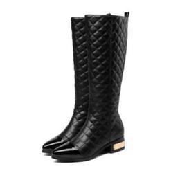 Botas de nieve mujer diamante online-Mujeres botas de invierno de moda cálida de lujo Classic Diamond lattice sexy Costura de cuero genuino con cremallera Ladies OL Celebrity botas de nieve