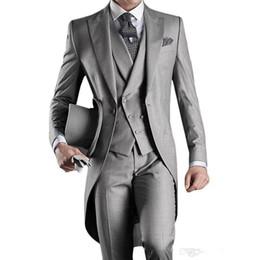 регулярный фиолетовый светло-серый смокинг Скидка Жених свадебные смокинги жених утренний стиль Шафер пик отворот жених мужские свадебные костюмы (куртка + брюки + галстук + жилет)