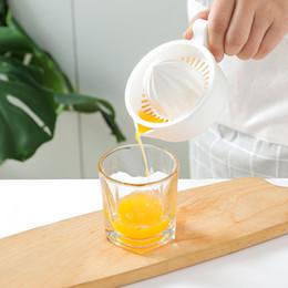 Copos de plástico laranja on-line-Mini Plástico Dupla Camada Household Manual Citrus Juicer Limão Laranja Copo De Frutas Espremedor Com Punho Despeje Bico Cozinha Portátil wh1122