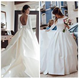 2019 vestido de noiva com vestido de bola Bateau Neck Redonda Cut Backless manga comprida vestido de baile vestidos de casamento com bolsos Tribunal Trem Casamento Satin Vestidos Robe De Mariage vestido de noiva com vestido de bola barato