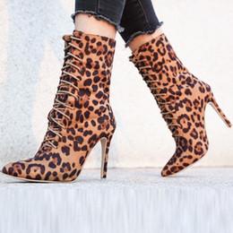 Cordones del zapato delgado online-impresión del leopardo de los botines del ocio de las mujeres de Roma de gran tamaño con cordones de alta finos tacones botas sexy zapatos de punta puntiaguda Botas Mujer Calzado