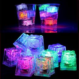 rodas de trabalho ao atacado Desconto Flash de luz do dia das bruxas Cubo de Gelo Água-Ativado Flash Led luz Quadrado lâmpada Colocar Em Água Beber Flash Automaticamente para Barras do partido