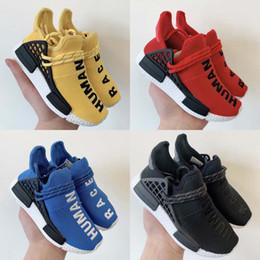 Zapato niño rojo online-Cheep Shoes Baby Kids Shoes Human Race Zapatillas para correr Chica Chico Entrenadores Pharrell Williams Niños Deportes Zapatillas Amarillo Negro Azul Rojo