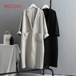 Gabardina de invierno mujer gris online-Gabardinas de otoño invierno para mujer 2019 Pocket versión coreana Tamaño grande Loose Long Mujer Trench Coat Negro / Gris