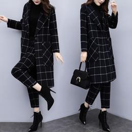 75c1b975f7 Nueva mujer elegante otoño e invierno de gran tamaño de dos piezas gran  abrigo de lana a cuadros nueve pantalones traje de moda casual AL190224