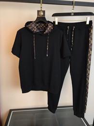 Camicia di pantaloni neri online-Felpe con cappuccio firmate black cool track track tute firmate in cotone manica corta luxury mens designer set (T-shirt + pantaloni) M-3XL