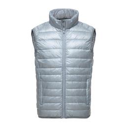 Chaqueta gris de chaleco negro online-Nueva llegada de la marca de los hombres sin mangas de la chaqueta abrigo de invierno sólido abajo chaleco masculino delgado chaleco para hombre Nig tamaño cálido chaleco negro gris azul