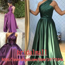Fiesta verte en Ligne-Pleats Satin Vert Robes Longues De Bal 2019 Une Epaule Formelle Robes De Soirée Etage Longueur Doux 16 Robe De Soirée De Demoiselle D'honneur Robes De Fête