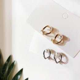 orecchino singolo Sconti Dominato I nuovi orecchini in metallo con geometrie Personaggio personalizzato con piccola perla sottile