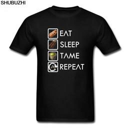 Schlafkragen online-Lustige T-Shirts Ark Überleben Evolved Eat Sleep Tame wiederholt beste T-Shirts Mann Baumwolle Kurzarm-heißen Verkauf-T-Shirts Runde Collar