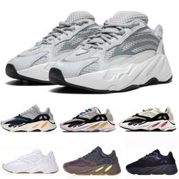 Волна Бегун 700 Kanye West светятся в темной отражающей линии 2017 новый размер кроссовки 36-46 с нижней и 3 м материал cheap kanye shoes glow от Поставщики обувь для танцев