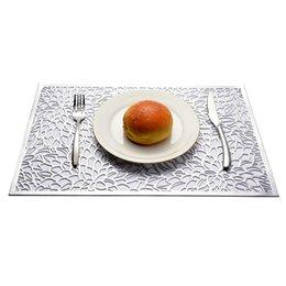 Mantel de oro online-PP Rectangular Hollow Placemat Gold Stamping Patrón geométrico Placemat Forma de flor Western Table Mat