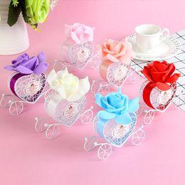 Caja de dulces día dulce online-Favor de la boda caja del caramelo con la cinta Día de boda feliz romántica carro de la calabaza de la hojalata metal caja del caramelo de dulce de los favores de las cajas de regalo