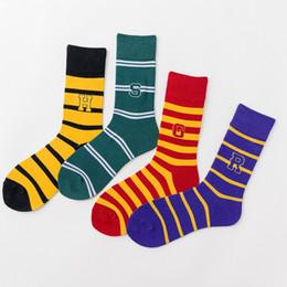 Meias de Harry Potter Meias de Beisebol Escola de Magia de Hogwarts Longo Tubo Listrado Palavra Crachá Slytherin Slytherin Ravenclaw Colorfull HHA371 supplier school socks de Fornecedores de meias da escola