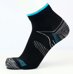 Los mejores calcetines de tobillo de los hombres online-Calcetines de compresión 15-20 mmHg es el mejor atlético médico para hombres y mujeres que viajan en vuelo Viajes Enfermeras Calcetines de algodón unisex S / M L / XL