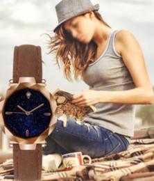 2019 frauen sternenhimmel metall mode lässig runde zifferblatt quarz analog armbanduhr mit lederband quarz armbanduhr von Fabrikanten