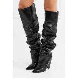 2019 botas adornadas Nueva Bling Crystal Embellecido Mujeres Rodilla Botas Altas Spike Heels Plisado Brillante Etapa Botas Altas Punta estrecha Sexy Runway Boot botas adornadas baratos