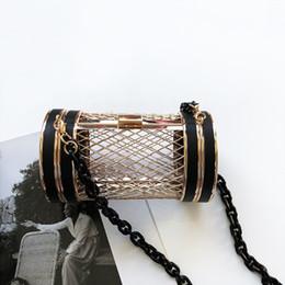 2019 metallketten für handtaschen Frauen Abend Clutch Bag Acryl Kette Boutique Metall Hohl Barrel Schulter Handtasche Party Messenger Crossbody Geldbörse rabatt metallketten für handtaschen