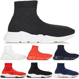 Botas de zapatos deportivos online-Calcetines Zapatos de diseño Zapatillas de deporte de lujo Velocidad Corredores Negro Rojo Triple Negro Blanco Plano Hombres y Mujeres Moda Botas deportivas Zapatillas de deporte 36-45