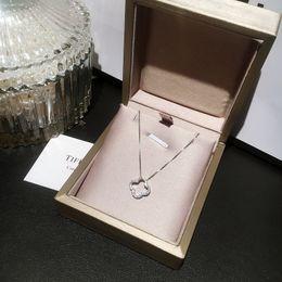 Collana delle donne dolci del pendente di forma di foglia dell'argento sterlina 925 dello stilista di modo da fascino della torretta di eiffel dell'oro 18k fornitori