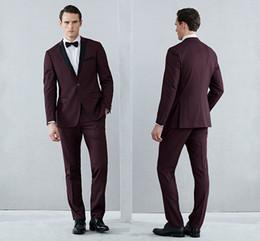 Şal Bordo Erkek Smokin Takım Elbise Damat Düğün Takım Elbise Resmi Erkekler Smokin Bordo Siyah Ve Kırmızı Ceketler (Ceket + Pantolon + Papyon) nereden