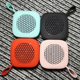 2019 pequeñas tarjetas de regalo al por mayor Nuevo altavoz Bluetooth portátil Mini pequeño regalo electrónico de audio al por mayor Altavoz Bluetooth con ranura para tarjeta TF rebajas pequeñas tarjetas de regalo al por mayor