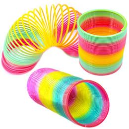 2019 primavera arcobaleno slinky All'ingrosso 8.7 * 9cm Rainbow Spring Kids Magic Plastic Slinky Toy Classic colorato cerchio giocattolo per i bambini regalo di grandi dimensioni sconti primavera arcobaleno slinky