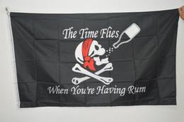 cartões de natal musicais Desconto 3x5FT Grande Crânio do Dia Das Bruxas Bandeiras de Pirata Bebendo Bar Preto Jolly Roger Crossbones Espadas Bandeiras Negras Adereços de Halloween