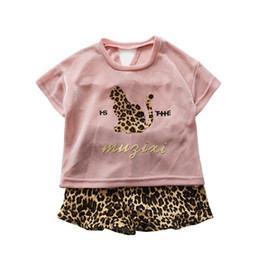 Женские спортивные костюмы леопарда онлайн-Leopard Girls спортивный костюм Girls Outfits 2019 new Summer cute Kids Наборы футболка + шорты повседневный детский спортивный костюм Kids Designer Clothes Girls A3902