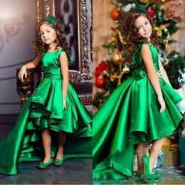 linea verde affascinante Sconti Verde smeraldo High Low Girls Pageant Abiti 2019 Ruffles A Line Bambini Birthday Party Wear Charme bambino abiti da comunione BA4830