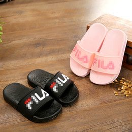 Niños zapatos descalzos online-Niños Verano Niños Zapatillas Sandalias ocasionales Suela blanda Patrón de moda Zapatos de agua descalzos Mule para niños Chicas Baño de playa Zapatos