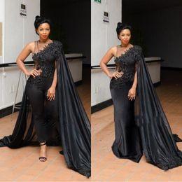 Jaquetas para um ombro vestidos on-line-2019 preto de um ombro calça noite se adapte jaqueta de cape / estilo envoltório rendas apliques vestidos de baile bainha saudita árabe festa formal vestidos