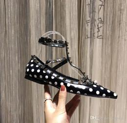2019 micro meninas vestidos 19 mais recente moda feminina sapatos vestido partido moda rebites meninas sexy apontou sapatos fivela plataforma boca rasa sapatos de casamento micro meninas vestidos barato