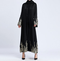 Abito islamico delle nuove donne musulmane che ricopre il cappotto lungo del cappotto del merletto del ricamo del merletto di alta qualità dell'oro del Medio Oriente Abito del Medio-Oriente cheap long gold lace coat da lungo mantello in pizzo d'oro fornitori