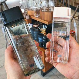 2019 kleine plastikhände 300ml Kleine Quadratische Kunststoff Wasser Tasse mit Deckel Tragbare Studentin Sommer Hand Tasse Auslauf Einfache Transparente Flaschen günstig kleine plastikhände