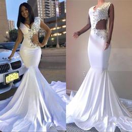 2019 Beyaz Gelinlik Modelleri Siyah Kızlar Vintage Mermaid Abiye giyim Boncuk Kristaller Dantelli Uzun Seksi Kesit Taraf Vestidos cheap dress black white side nereden elbise siyah beyaz yan tedarikçiler