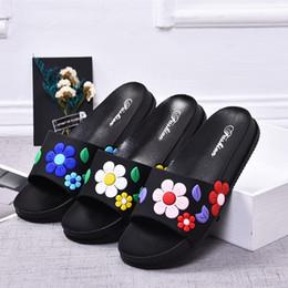 Kunststoff-hausschuhe online-Lässige Mode Damen Sandalen und Hausschuhe Sommer neue Kunststoff rutschfeste einfache Blumen Indoor Strand Hause Hausschuhe