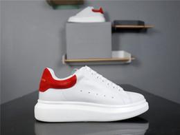 Robes de femmes de haute qualité en Ligne-With Box High Quality I.T A.McQueens Chaussures Fashion Luxury Designer Red Bottoms White Black Shoe Dress De Luxe Sneakers Men Women Casual