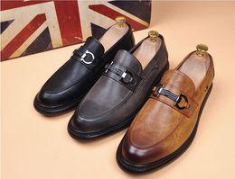 2019 barato peep toe branco saltos Mocassins de alta qualidade, sapatos masculinos sem amarrar, sapatos de estilista de cabelo, designer de marca mens designer slides mens mocassins de designer g5.9