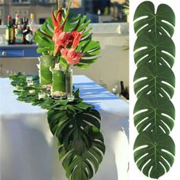 piante artificiali di giglio artificiale Sconti Foglie di palma tropicali artificiali per le decorazioni del partito di Luau delle Hawai Decorazioni della Tabella del fiore di cerimonia nuziale di tema della spiaggia 4 stili