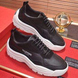 personalized shoes Promo Codes - 2019 new high quality mens casual shoes, leather sneakers, leather men's flat shoes with personalized fashion design, with microstandard wr