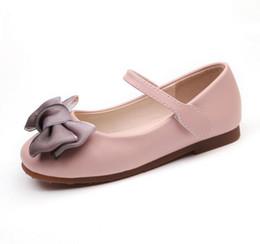 Pisos rosa para niños online-zapatos de moda para niños 2019 hermosos zapatos de niña para niños Bling Niños Pisos casuales con mariposa-nudo Volver Rosa Color plateado